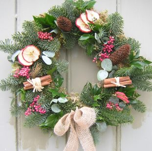 xmas wreath with cinnamon