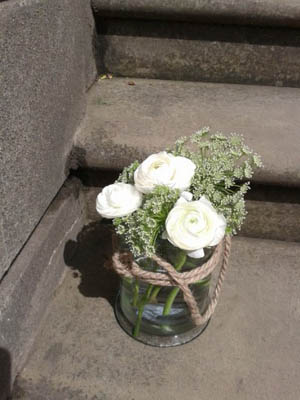 Recycled glass vase with jute tie