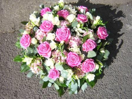 Large pink rose posy pad 16""